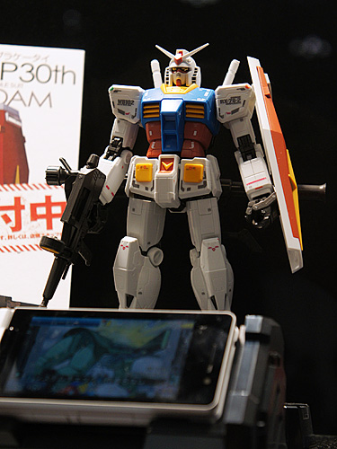 ガンプラケータイSoftBank 945SH G Ver.GP30th
