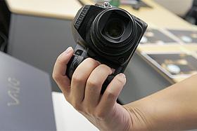 試作品グリップ:ペンタックスデジタル一眼レフカメラ「K-5」体験イベント