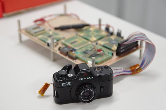 デジタル一眼の進化系。ナノ一眼「PENTAX Q」体験イベント:Auto110デジタル(試作機)