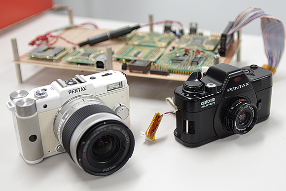 デジタル一眼の進化系。ナノ一眼「PENTAX Q」体験イベント:Auto110デジタル試作機と比較