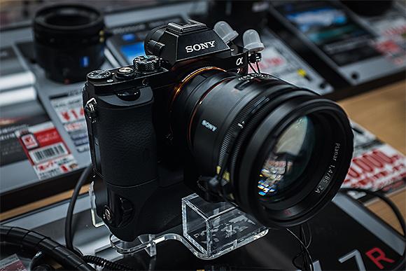 Sony α7R + LA-EA4 + Planar T* 85mm F1.4 ZA